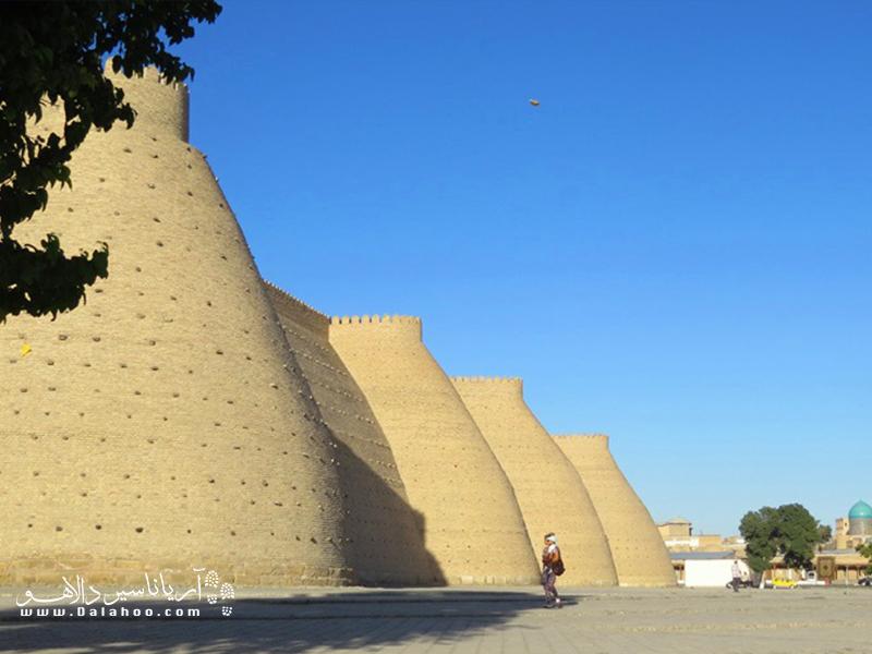 دیواره خارجی ارگ بخارا که در مرکز شهر بخارا قرار دارد.