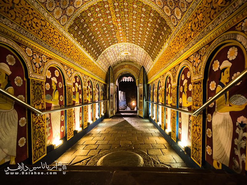 گفته میشود دندان بودا در این معبد قرار گرفته و از این رو به آن معبد دندان میگویند.