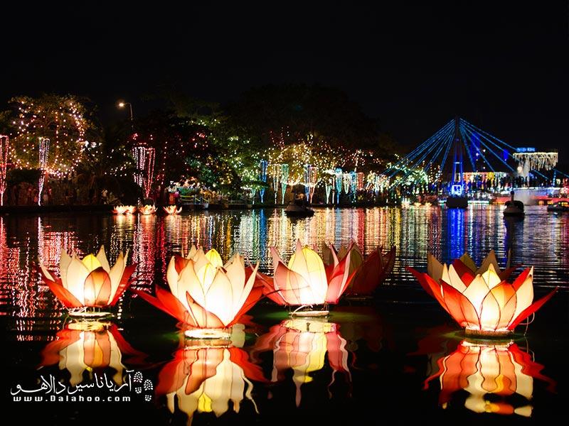 تولد، شکوفایی و مرگ بودا در سراسر کُلُمبو (و سریلانکا) جشن گرفته میشود.