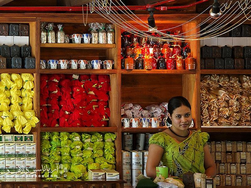 از چیزهایی که حتما در سریلانکا خواهید خرید چای و ادویههای مختلف است.