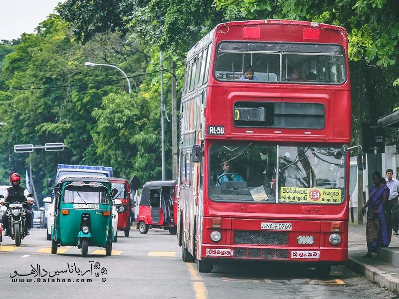 فقط تعداد کمی از مسیرها اتوبوس با سیستم تهویه مناسب دارند. اتوبوسهای خصوصی کمی راحتتر از اتوبوسهای دولتی هستند.