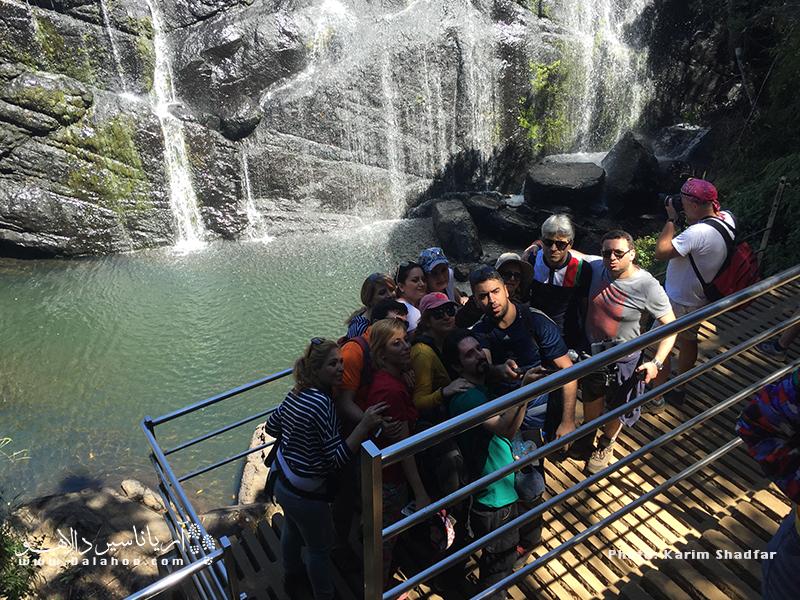 عکسهای دسته جمعی بخشی از شیرینترین خاطرات هر گردشگری در توررهای گروهی است.