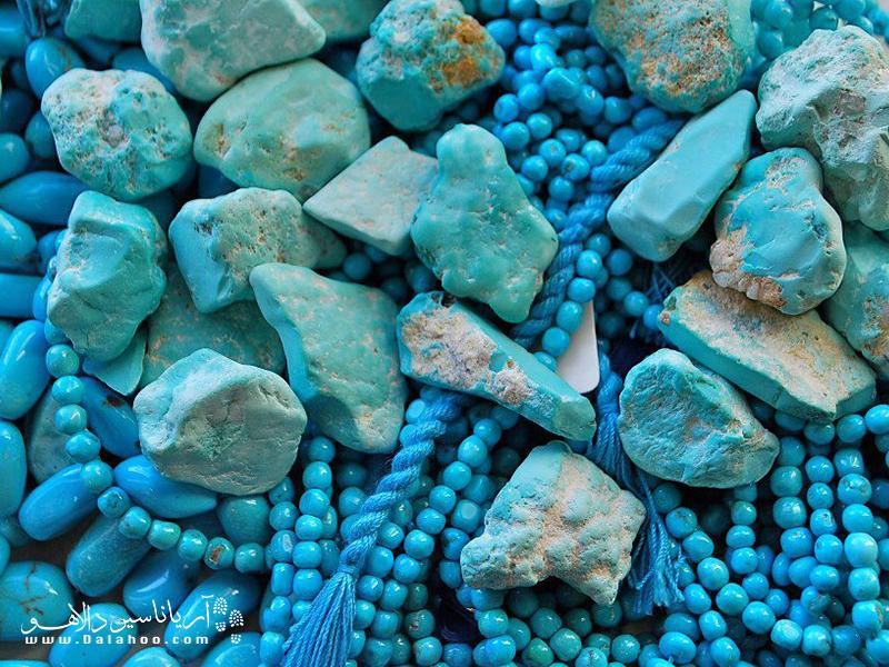 در میان تمام سنگهای ایران، فیروزه در فرهنگ ایرانی جایگاه ویژهای دارد.