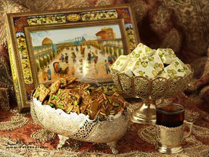 گز و سوهان از سوغاتیهای محبوب بین گردشگران خارجی است.