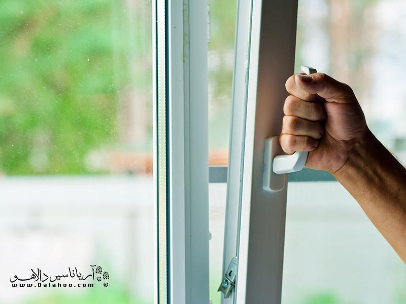 جایگزین کردن پنجرههای قدیمی با پنجرههای «دو جداره»، بهطور چشمگیری میتواند هزینههای قبوض انرژی شما را کاهش دهد.