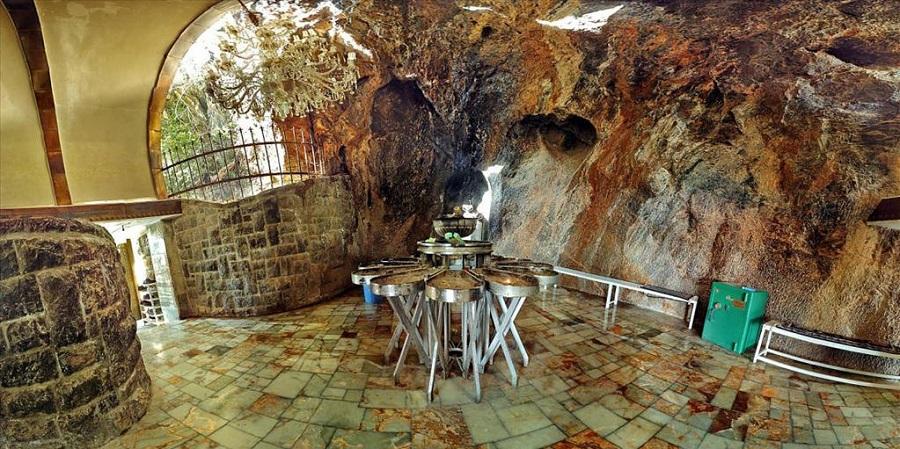 نیایشگاه پیر سبز امکانات رفاهی و تعدادی اتاق دارد که برای استراحت ساخته شده و به آنها «خیله» میگویند.