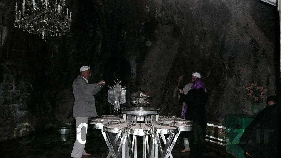از مراسم ویژه این مکان میتوان به خواندن اوستا و نیایش اهورامزدا اشاره کرد.