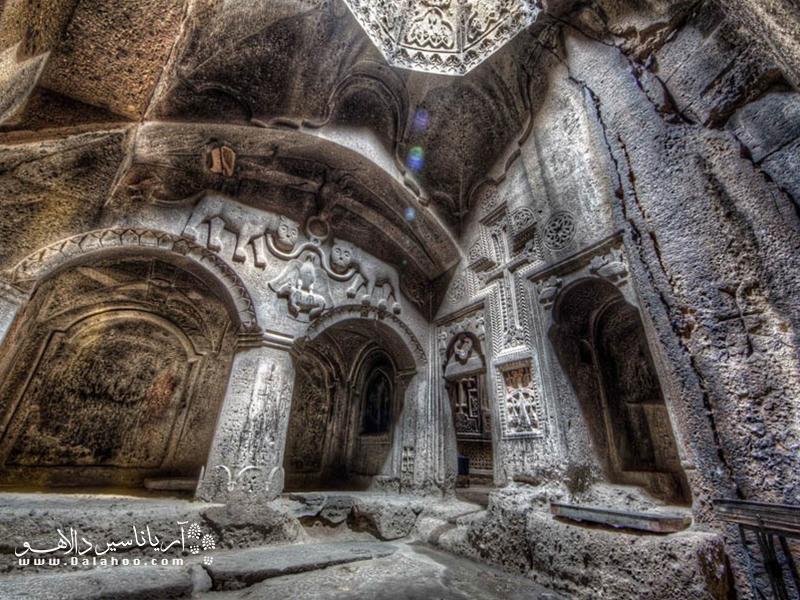 کلیسای گغارت در 35 کیلومتری جنوب شرقی ایروان و در دره تاریخی گغارت قرار گرفته است.