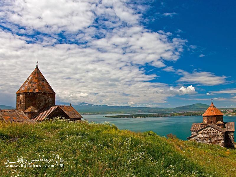دریاچه سواندر شرقارمنستانو در استان گغارکونیکقرار دارد.