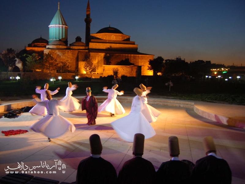 مراسم ویژه بزرگداشت مولانا از (7 تا 17) دسامبر هر سال در قونیه برگزار میشود.