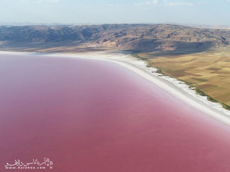 دریاچه نمک توز مهمترین منبع تامین نمک ترکیه به شمار میرود.