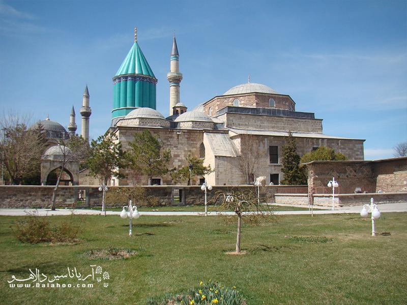 مولوی در زمان تصنیف آثارش (همچون مثنوی) در قونیه در دیار روم (واقع در ترکیه امروزی) میزیست.