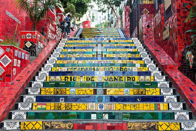 اسکادِریا  سِلارُن، هر دو محله لاپا و سانتا ترزا در ریو را به هم متصل میکند.