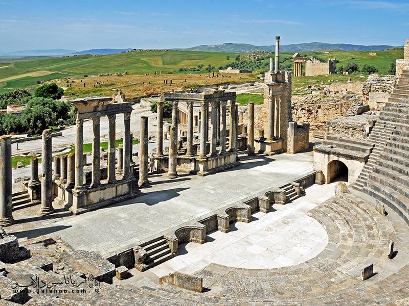 دوگا شهری رومی با منظرهای دیدنی است.