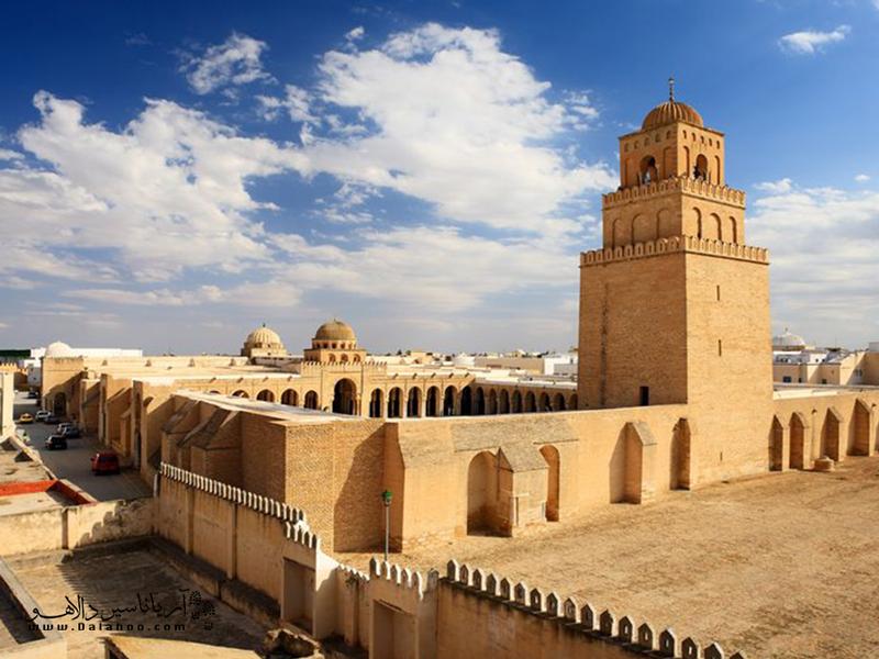 القیروان به خاطر مسجد جامعاش چهارمین مرکز مقدس اسلامی محسوب میشود.