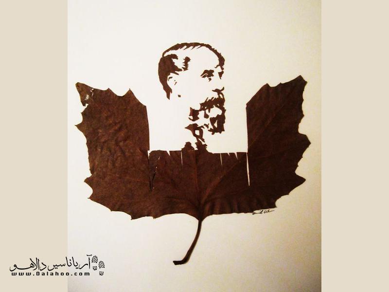 امید اسدی برگها را از کف خیابان جمع و هنر خود را روی آن پیاده کرده است.