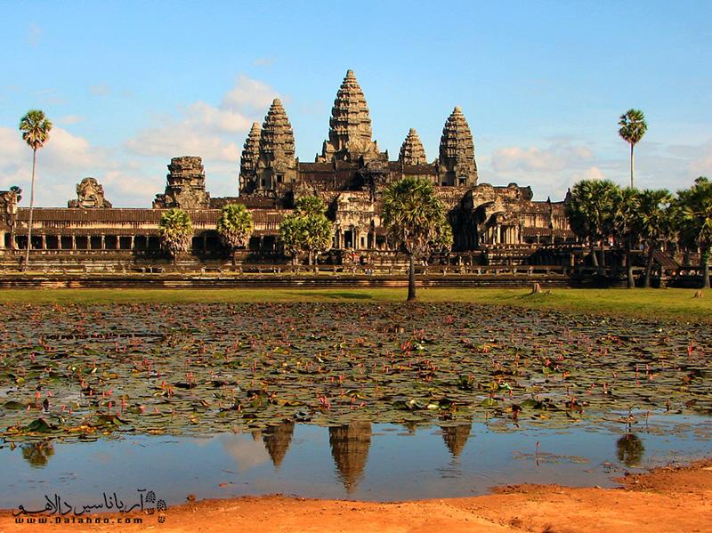 معبد انگکور در عصر طلایی کامبوج ساخته شده است.