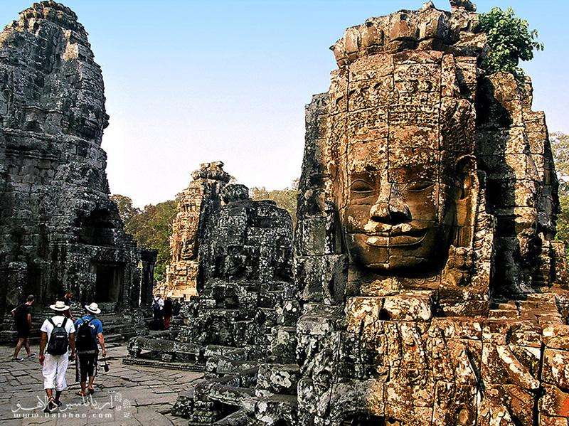 محوطه باستانی انگکور کامبوج، بزرگترین معبد جهان را در خود جای داده است.