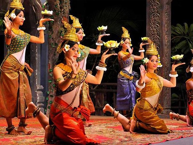 رقص سنتی آپسارا، از جاذبههای شهر سیم ریپ است.