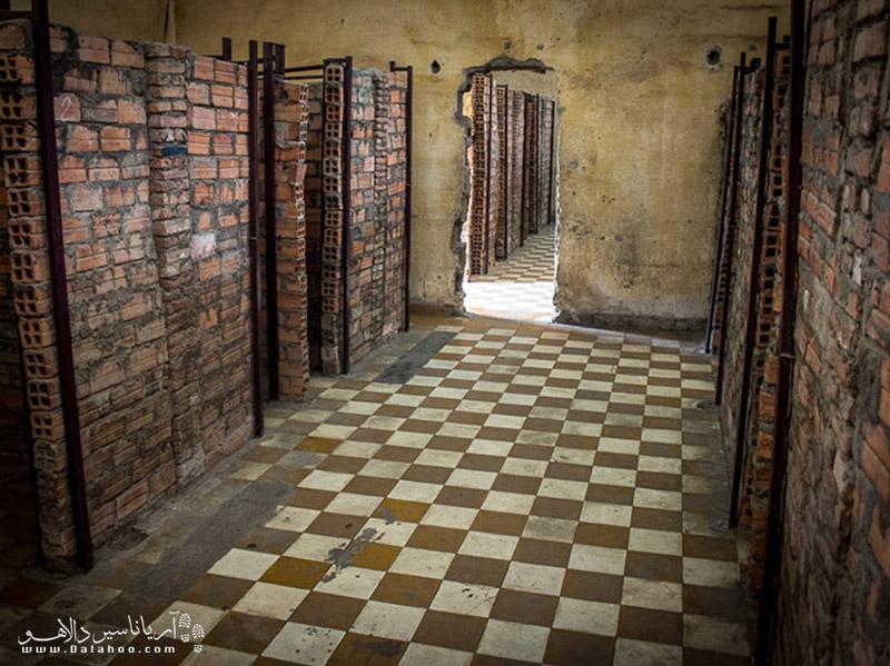 مدرسه پنوم پن در زمان حکومت خمرهای سرخ به شکنجهگاه تبدیل شده بود.