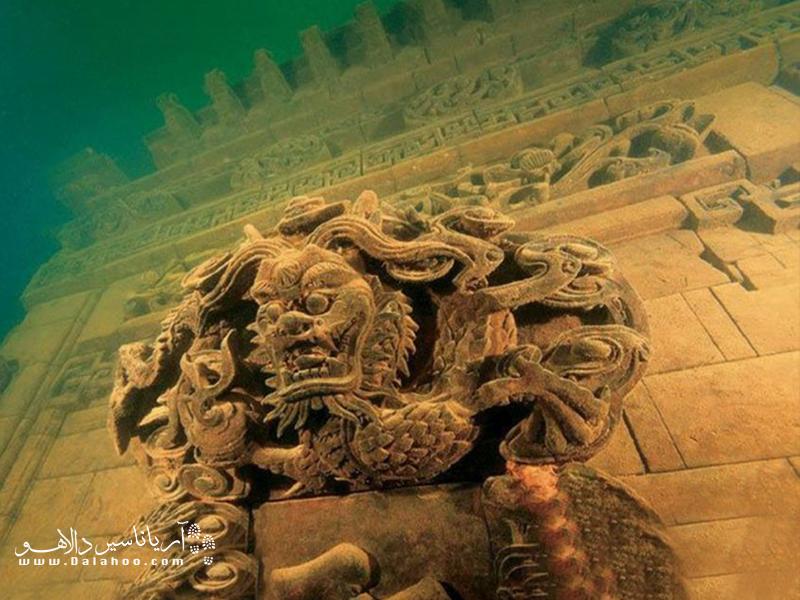 شهر شی چنگ و دهکده مجاور آن به زیر آبی با عمق 26 تا 40 متر فرو رفتند.