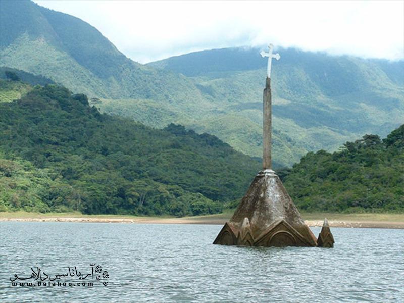 ین کلیسا متعلق به روستایی بوده که در سال 1985 برای احداث یک سد در مجاورت آن به زیر آب فرو رفت.