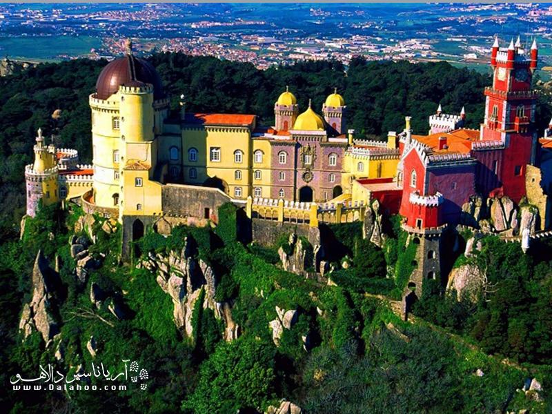 کاخ ملی پنا بسیار رنگارنگ و زیباست.