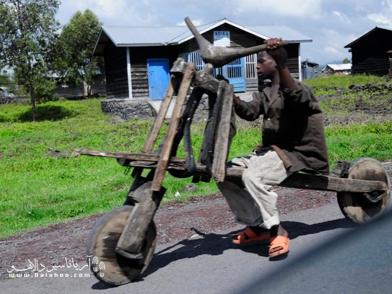 وسیله حمل و نقل کوچکی برای مردم فقیر کشور کنگو.