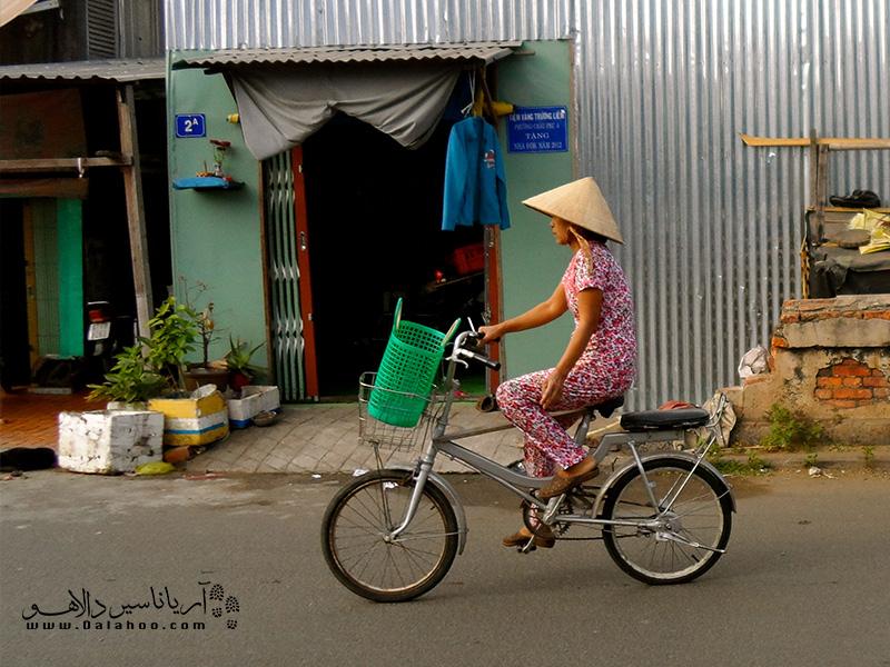 یکی از مهمترین وسایل حملونقل بار در ویتنامدوچرخه موتوری است.