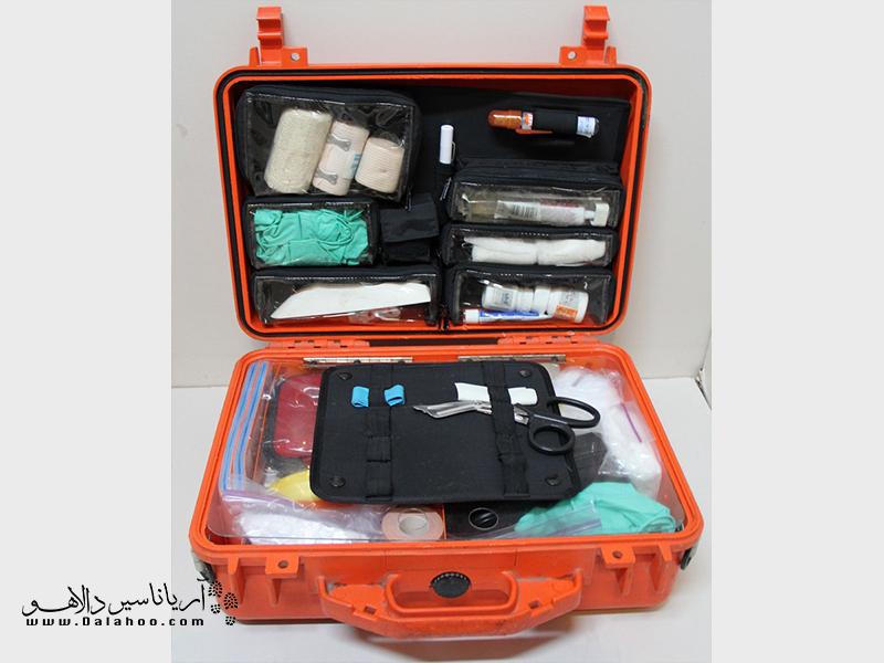 در طبیعت لازم است که یک جعبه کوچک کمکهای اولیه هم برای سفر در نظر بگیرید.