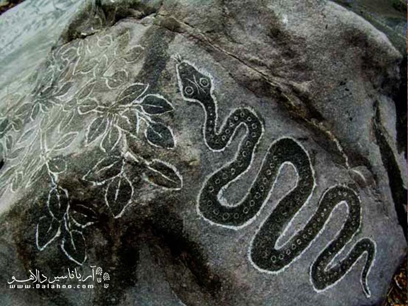 حجاریهای احمد نادعلیان از طبیعت، اسطورههای باستانی، صور فلکی و مضامین عرفانی الهام گرفته شده است.