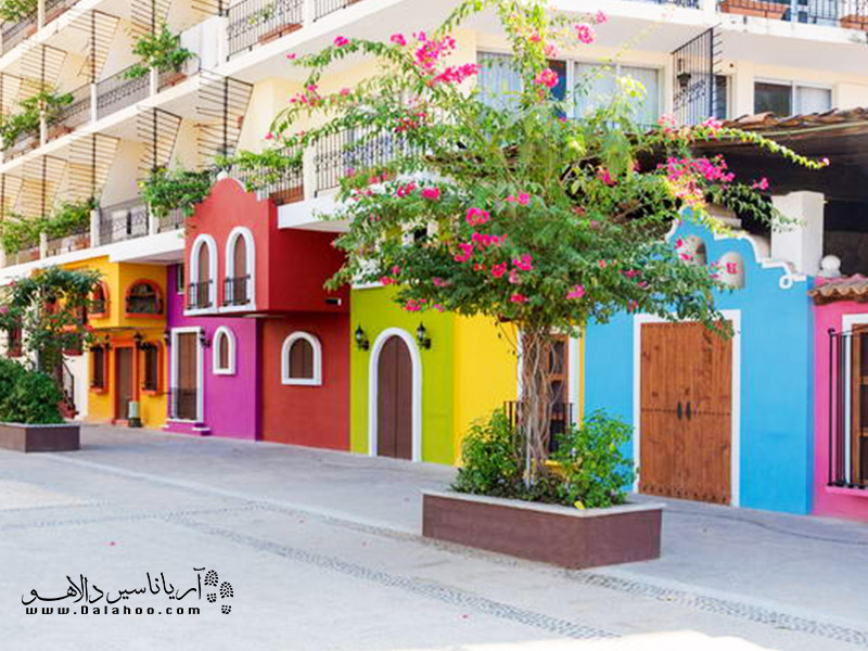 قدم زدن کنار این خانههای رنگی چه حس خوبی خواهد داشت.