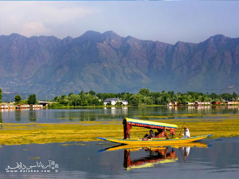 پر طرفدارترین منطقه سرینگار، دریاچه آرام و جذاب دال است.