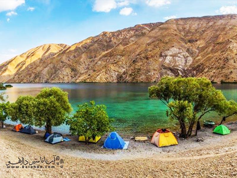 تجربه کمپینگ در کنار دریاچه گهر.