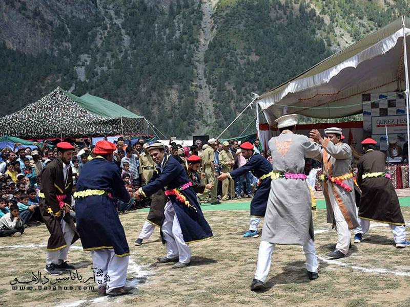 در فستیوال گورز، مردم صنایع دستی، غذاها و فرهنگشان را به نمایش میگذارنند.