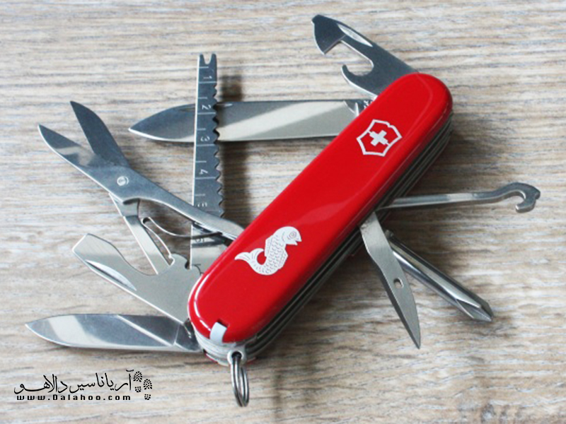 چاقوهای تاشوی ارتش سوئیس یا Swiss Army Kinfe با عنوان اختصاری SAK یک ابزار چند کاره است.