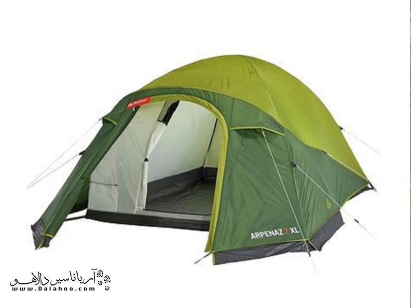 برپا کردن چادر گنبدی بسیار آسان است و با عبور تیرکهای قابل انعطاف و سبک از داخل آستین چادر آماده میشود.