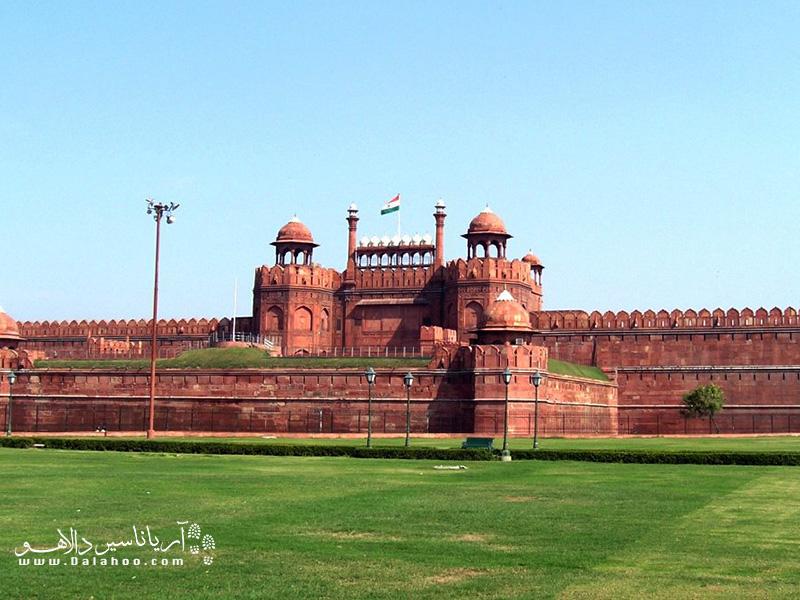 ساخت قلعه سرخ 9 سال طول کشید و بالاخره در سال 1648 میلادی تمام شد.