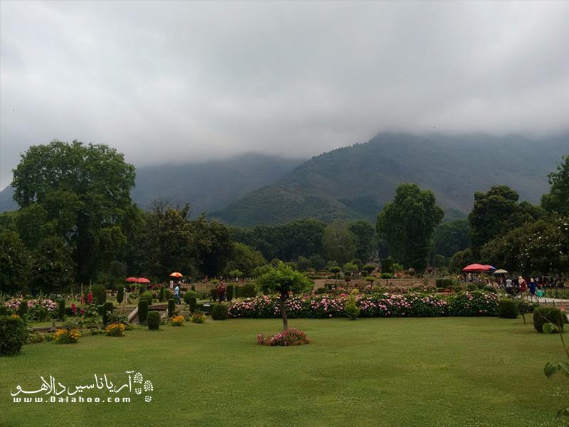 باغ موغال به دستور شاه جهانگیر پادشاه گورکانی هند ساخته شد.