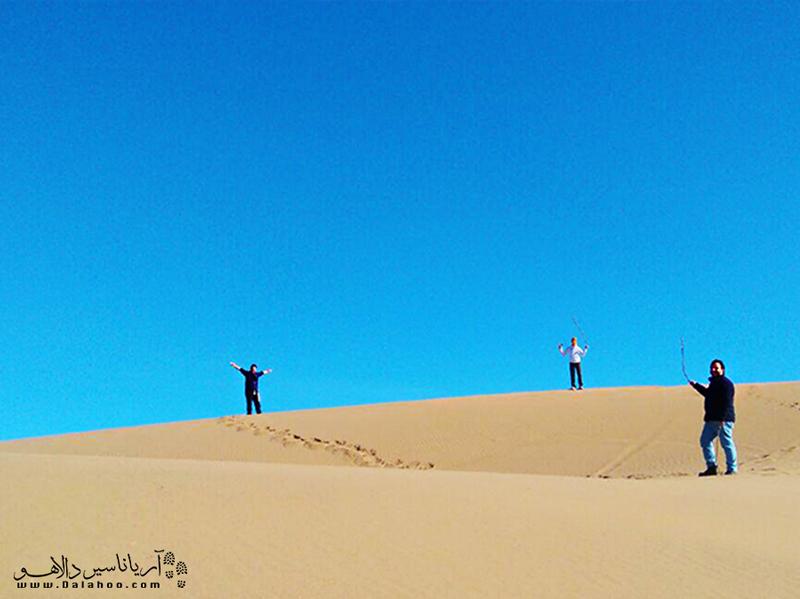 کویر ابوزید آباد خیلی شناخته شده نیست؛ اما در سالهای اخیر به یکی از مقاصد کویری گردشگران تبدیل شده است.