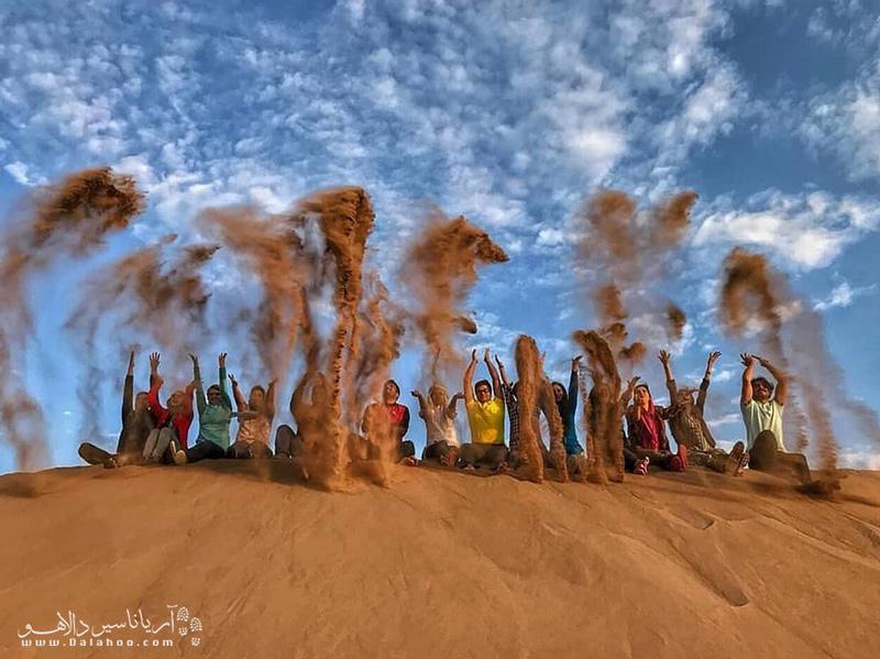 کویر ورزنه یکی از معروفترین مقاصد کویرگردی از بین کویرهای ایران است.
