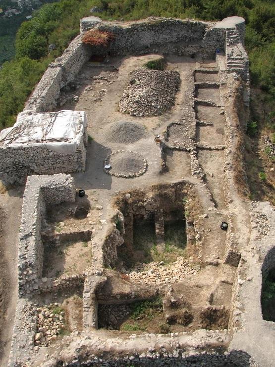 نمای داخلی قلعه مارکوه