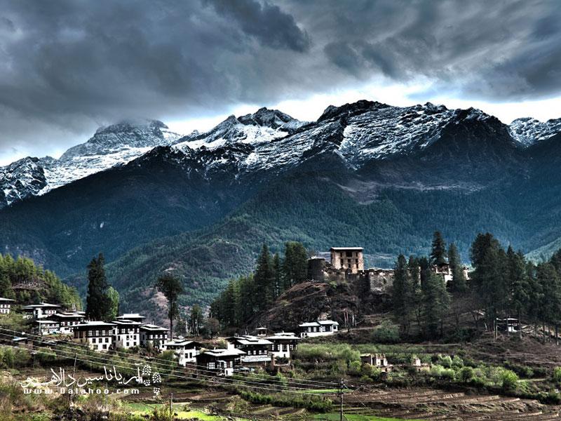 بوتان کشوری است کوچک در جنوب آسیاکهدر ارتفاعات هیمالیا و در بین کشورهای چین، هند و در شرق نپال، قرار گرفته است.