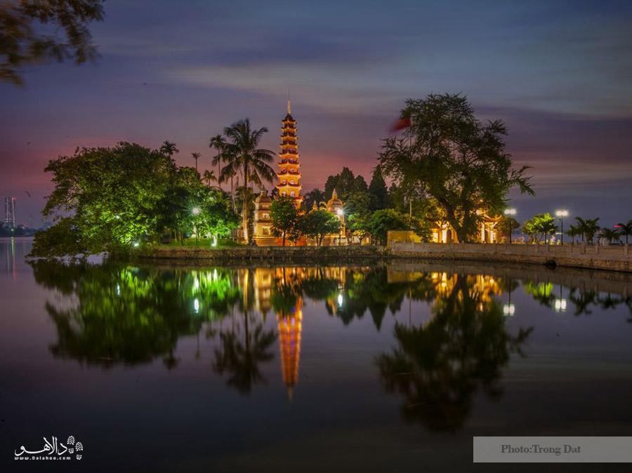 پاگودا در وسط دریاچه غربی هانوی
