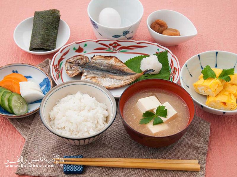 امتحانش کنید، غذاهای ژاپنی همیشه ارزش چشیدنشان را دارند.