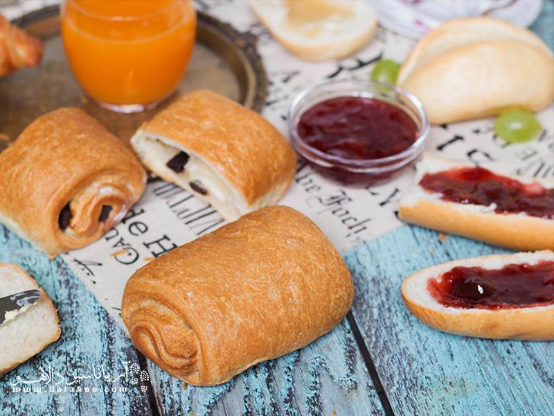 بشقاب صبحانهتان را پر کنید و لذت ببرید.