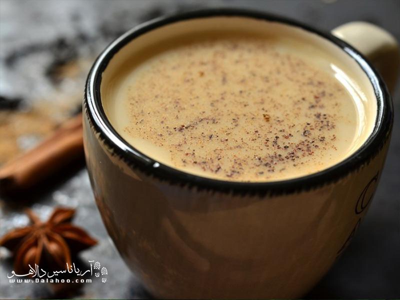 ماسالا چای، چایی اعلای سیاه که با گیاهان و ادویهجات معطر هندی دم میشود.