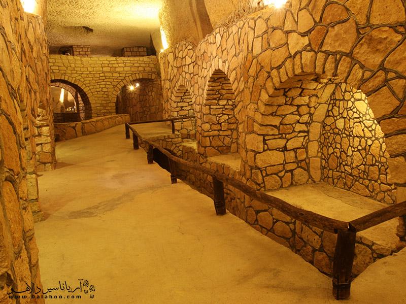 یکی از جاذبههای تاریخی جزیره کیش شهر زیرزمینی کاریز است.