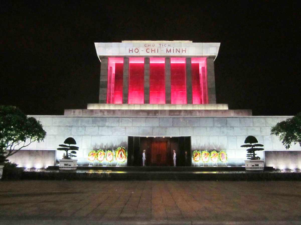 آرامگاه هو چی مین Ho chi minh mausoleum