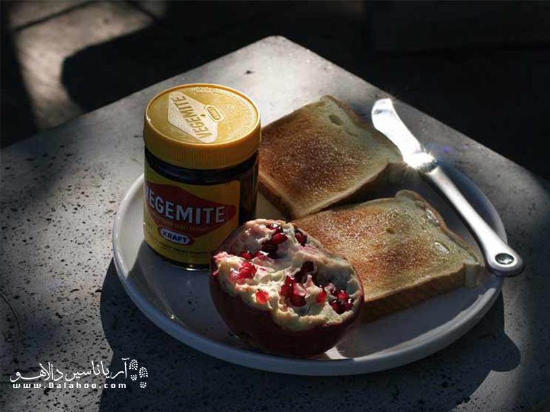 صبحانه معروف استرالیاییها با نوعی کره گیاهی.